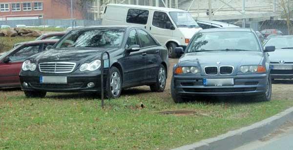 automobilio-parkavimas-ant-zoles